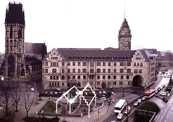 Das Duisburger Rathaus mit der Salvatorkirche